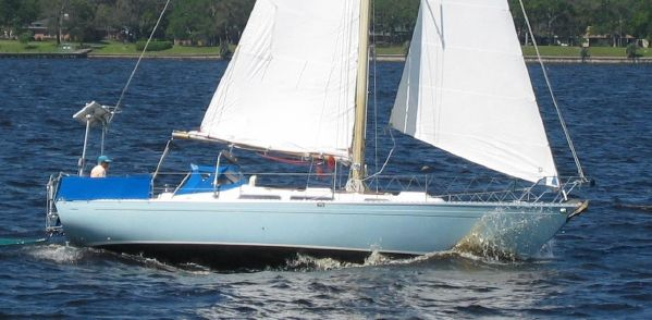 35′ Camper /  Nicholsons Nicholson 35  Price just reduced! Year: 1977 US$ 49,950