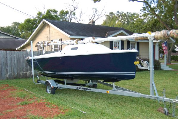 22′ Hunter 22  Year: 2014 $ 26,950