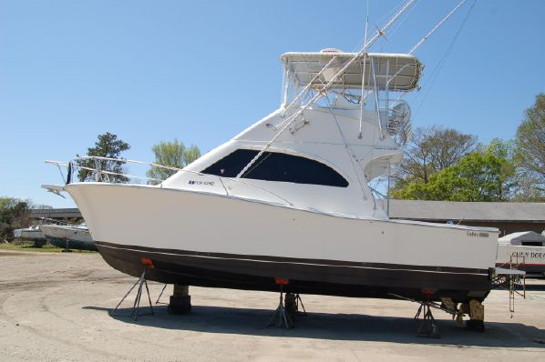33′ Luhrs 33 Convertible  Year: 2005 $ 134,950