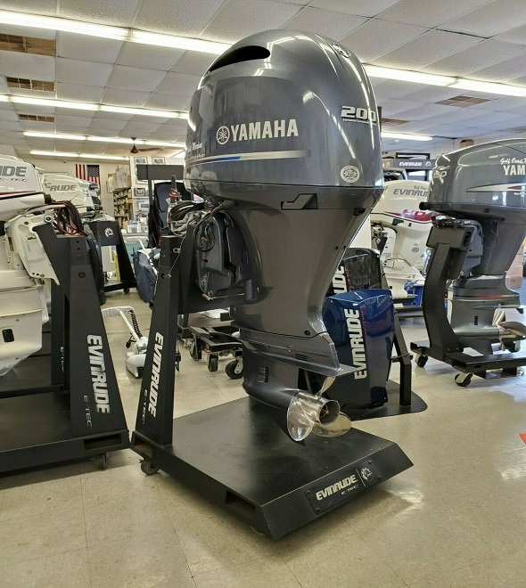 Slightly used F200XA 200HP 4 Stroke Outboard Motor Engine
